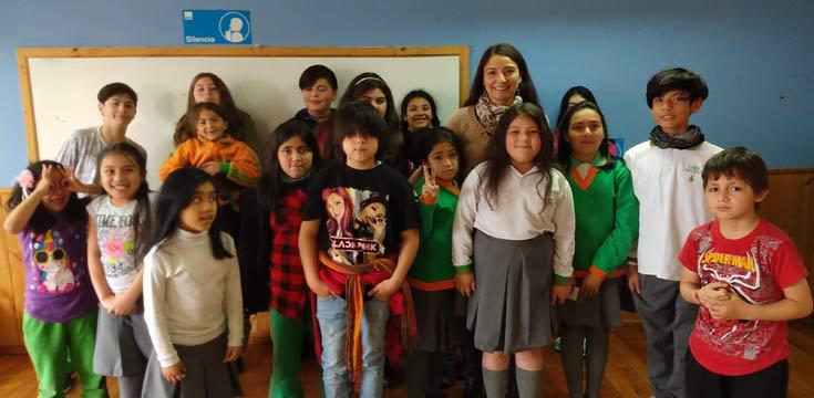Estudiantes colegio San Juan con Mariela